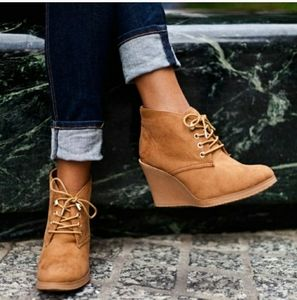 Soda wedge suede boots